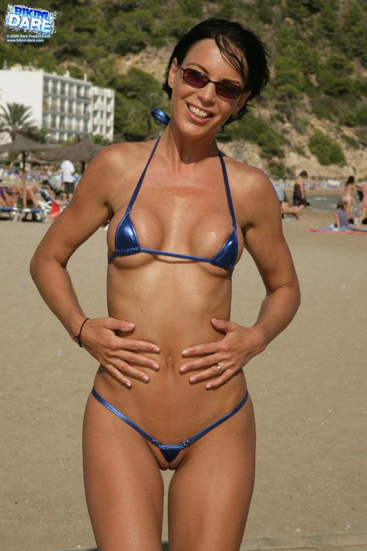super-mini-bikini-na-plyazhe